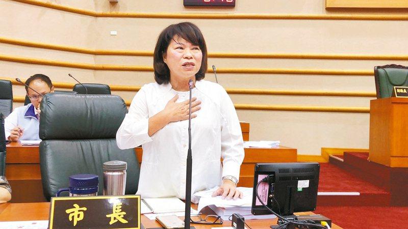 嘉義市長黃敏惠昨天一度哽咽,希望嘉義市不要被中央遺忘。 記者李承穎/攝影