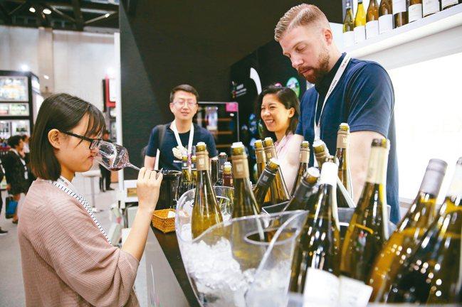 亞洲年輕人接受度高,會更願意嘗試不同風格的酒。 圖/各業者提供、本報資料照