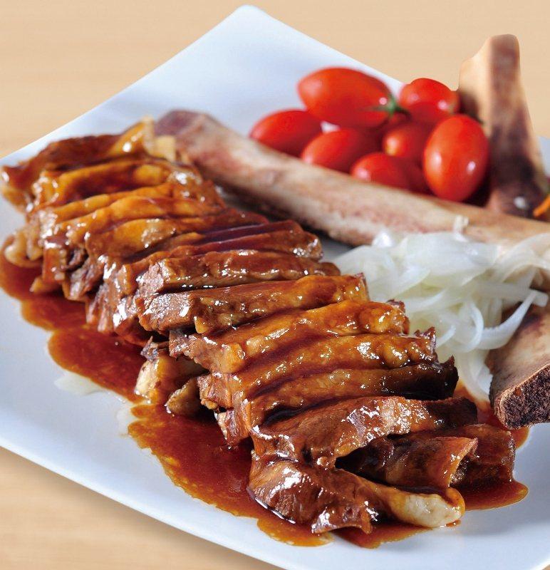 細火慢燜燉煮入味、吸收飽滿醬汁精華的帶骨牛小排,肉質軟嫩細緻恰如西施的肌膚,有西...