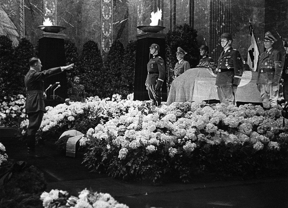 海德里希被稱為「布拉格屠夫」、「希姆萊的邪惡天才」,希特勒更曾稱其為「鐵石心腸之...