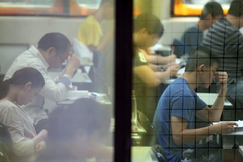 今年的律師高考增設了「第二試筆試核心專業領域總分400分」的門檻。 圖/聯合報系資料照