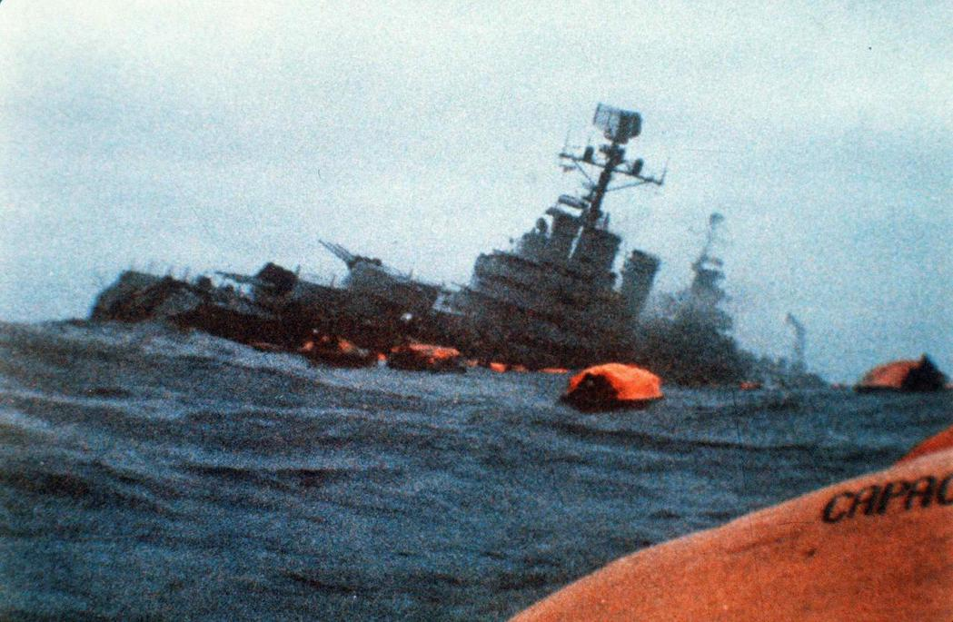 貿然發動「福克蘭戰爭」卻落敗的阿根廷軍政府,在全國壓力下於1983年垮台。自此之...