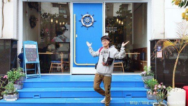 光在「努逗風味館(嘉義店)」的門口就能拍好多照片,這背景誰能不心動啊!