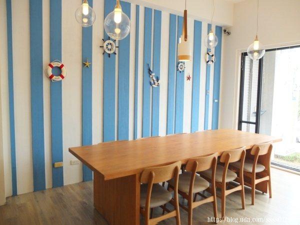 二樓除了兩人桌之外,也有提供長桌,若用餐人數較多也不成問題