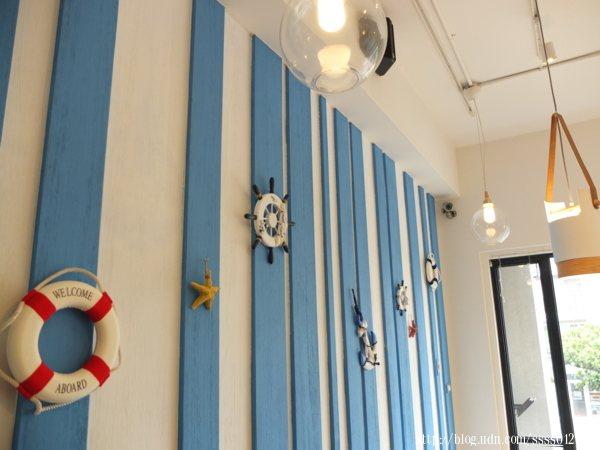 藍白色系與海洋系的裝扮讓店裡有著地中海異國風情,感受清新且浪漫十足