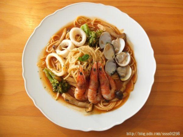 番茄海鮮義大利麵200元,喜歡紅醬又喜歡吃海鮮的朋友點這道準沒錯!