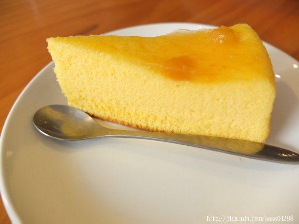 加購90元超值套餐中的芒果蛋糕,這款飯後甜點一吃到就會覺得好加分!