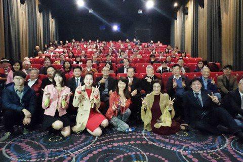 電影製作發行團隊的策略聯盟正式成立,於19日舉辦的十部華語電影啟動記者會上,宣告將透過產業聯盟及科技整合的新模式,進行一系列華語電影的拍攝製作發行,展現台灣電影軟實力,並重現國片的輝煌時代。曾經行銷...
