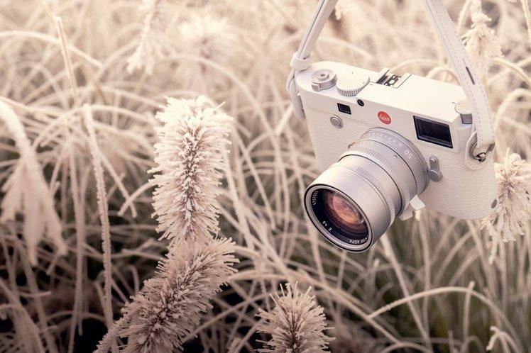 徠卡M10-P白色版套裝,包含了一顆銀色特別版Summilux-M 50mm f...