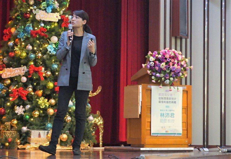 馬偕醫院今日舉辦兒少自主與兒少保護研討會,東吳大學人權學程助理教授林沛君出席談社福體系的兒童表意權議題。記者羅真/攝影