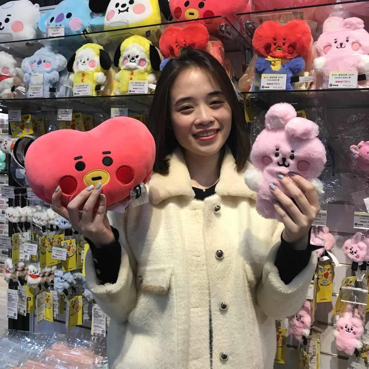 「LINE FRIENDS潮玩限定店」推出多款BT21周邊商品。記者陳立儀/攝影
