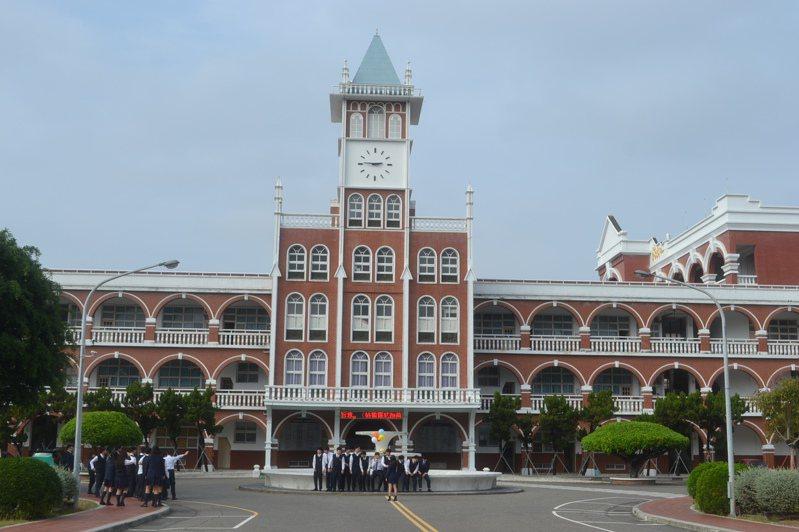 台南市長榮中學暫發不出薪水,引發風波。記者鄭惠仁/攝影