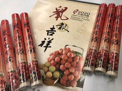 年關將近,水果月曆成為大家的最愛。記者王敏旭/攝影