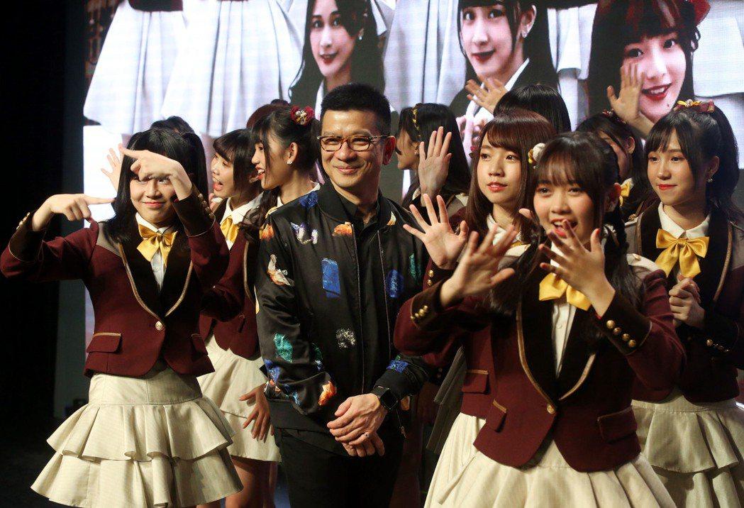 AKB48 Team TP第3張單曲「看見夕陽了嗎?」發布會上,大家長陳子鴻出場...