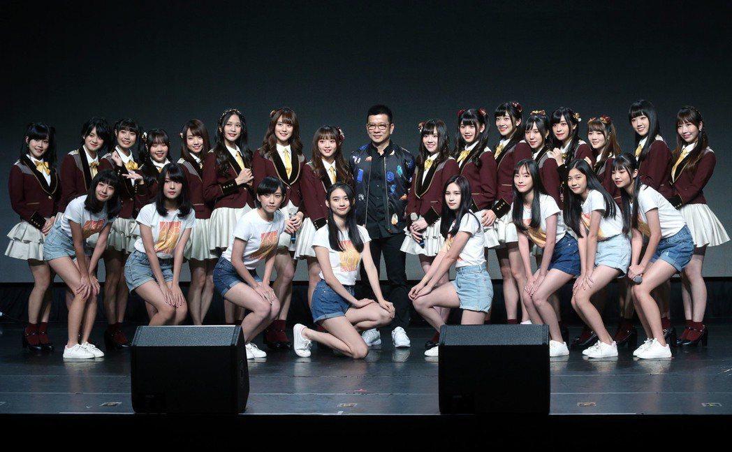 AKB48 Team TP第3張單曲「看見夕陽了嗎?」發布會上,一期生、二期生...