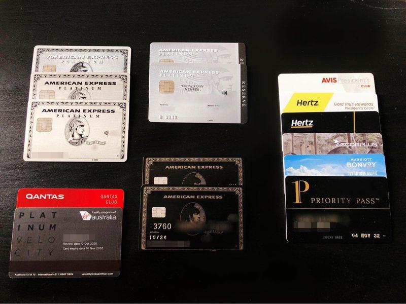 一名網友表示,在澳洲辦黑卡第一年需繳納入會費和年費共約新台幣20萬,比在台灣便宜許多。 圖擷自PTT
