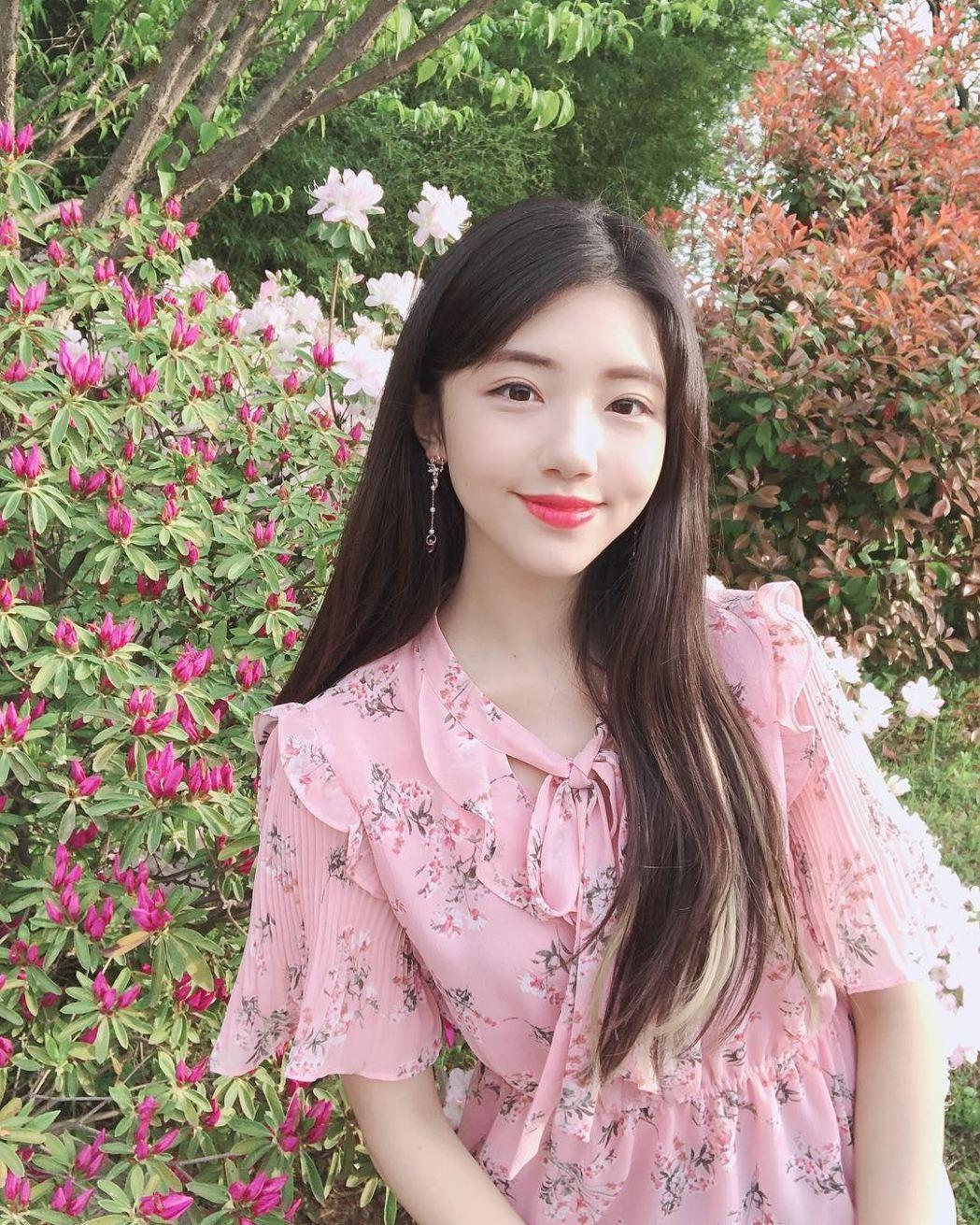 不少網友稱讚Jerry的美貌,「她散發著清純氣質」。圖翻攝自IG「yujin__...