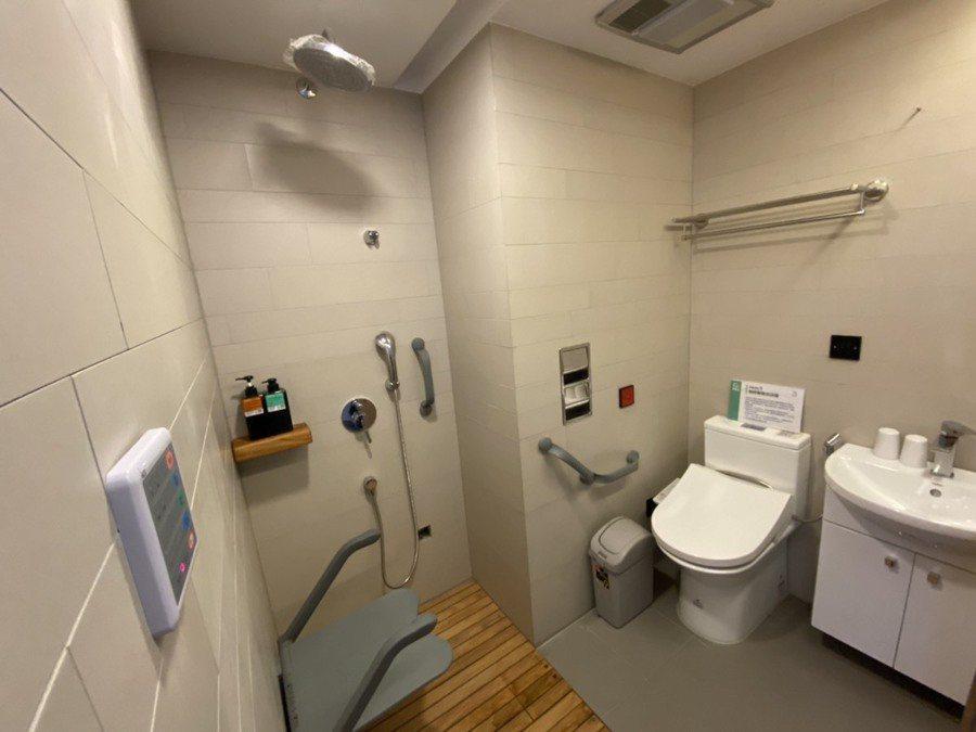 『合勤健康共生宅』全棟無障礙通用設計,房間有最安全的整體衛浴,技術已經超越日本。