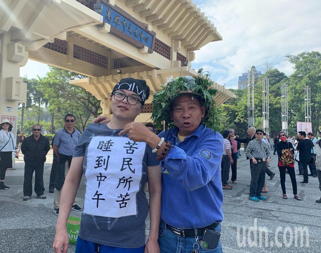 有民眾扮成「草包」準備參加罷韓大遊行。記者徐如宜/攝影