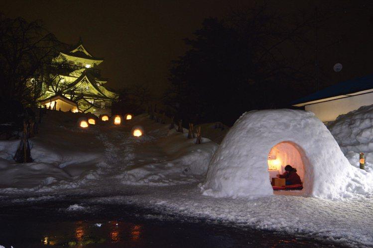 「橫手雪屋」已有約450年的歷史,為陸奧冬天代表景緻。圖/JR東日本提供