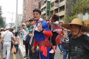 <u>罷韓</u>遊行/主辦單位稱破30萬 有關單位估人龍至少3公里
