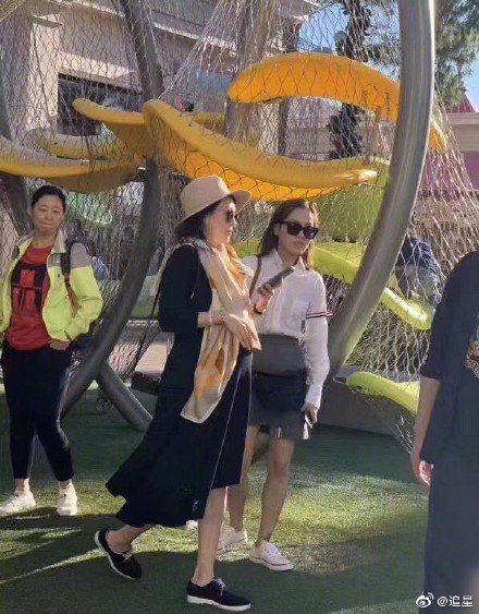 章子怡在美國加州爾灣市待產,被網友偶遇。圖/摘自微博