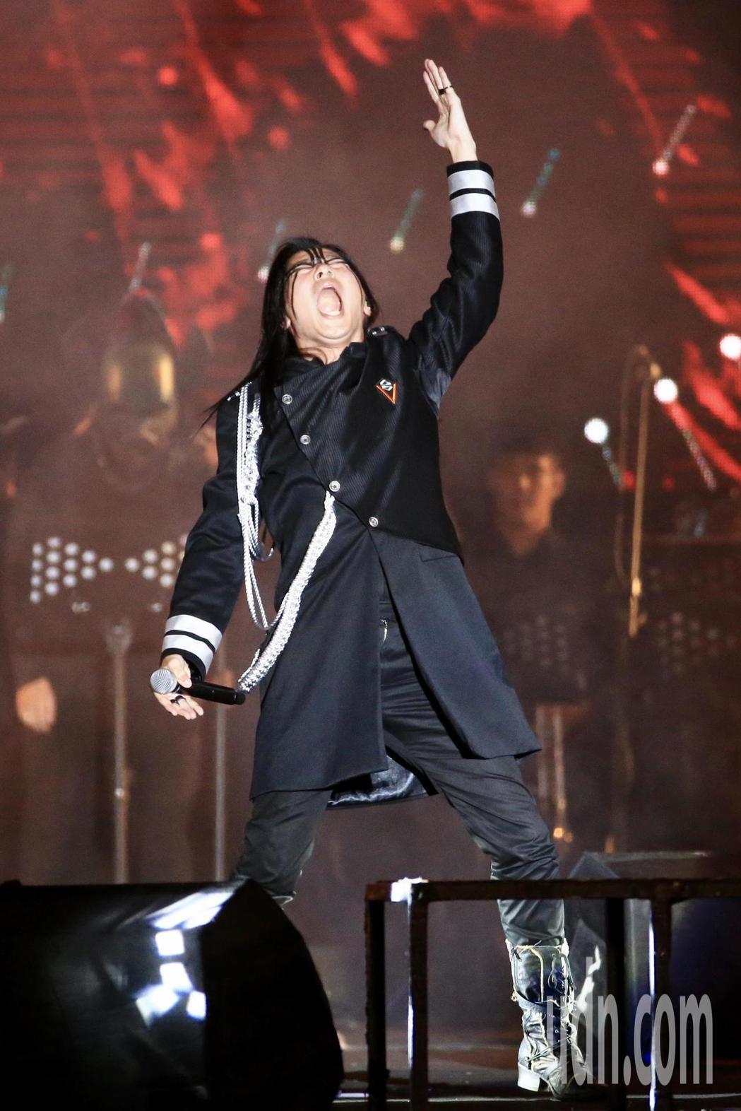 閃靈樂團晚上在凱達格蘭大道舉行睽違四年的「台灣大凱旋」戶外演出,此場演出也同時是...