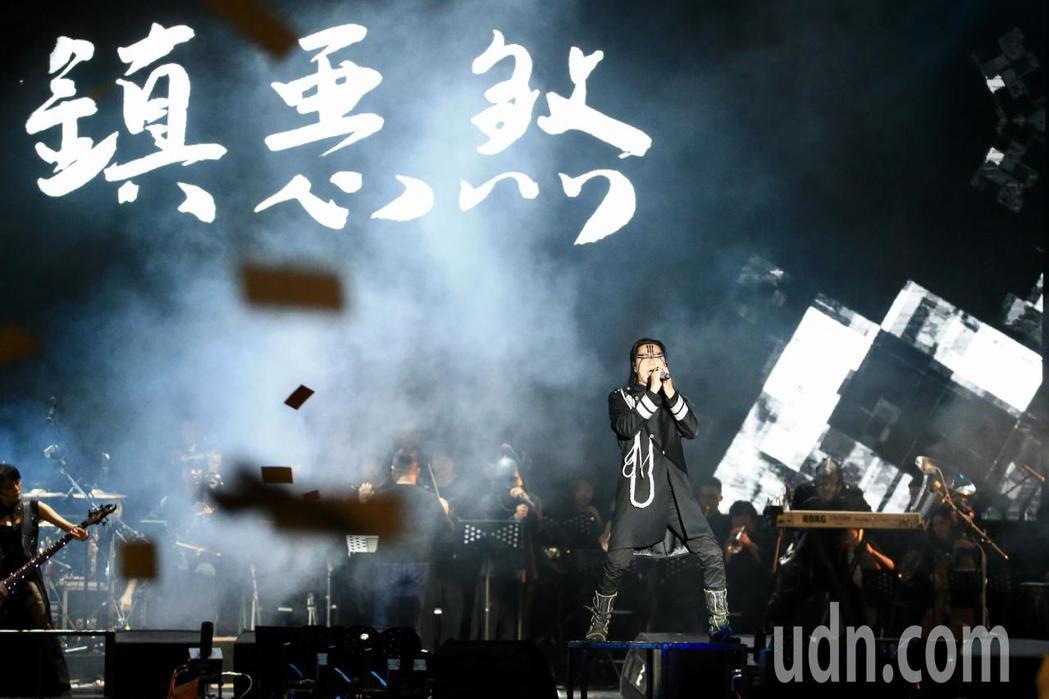閃靈樂團晚上在凱達格蘭大道舉行睽違四年的「台灣大凱旋」戶外演出,此場演出也同時是