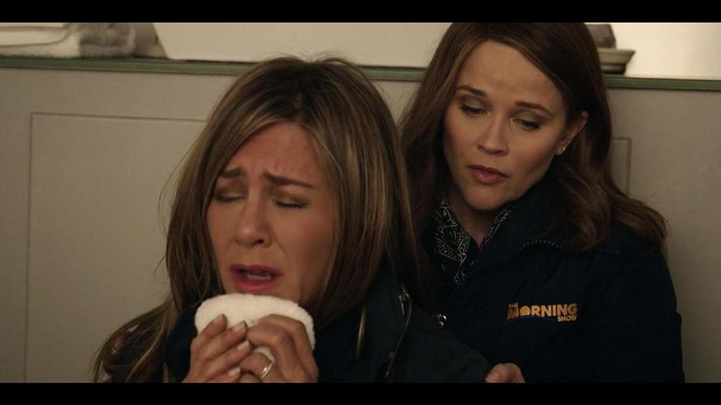珍妮佛安妮絲頓(左)與瑞絲薇絲朋在「晨間直播秀」有不少精彩對手戲。圖/摘自imd
