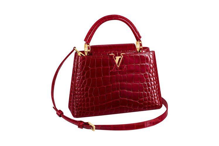 Capucines BB胭脂紅鱷魚皮手袋。圖/LV提供