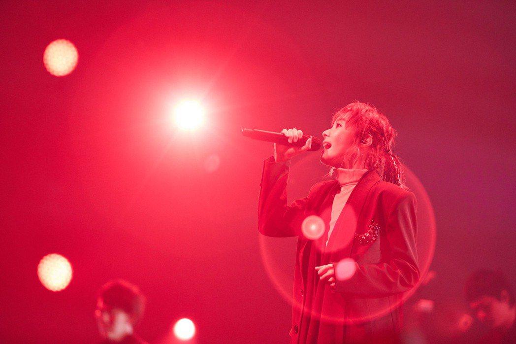 鄭宜農出道10年,今晚首次舉辦「給天王星」大型售票演唱會。圖/火氣娛樂提供
