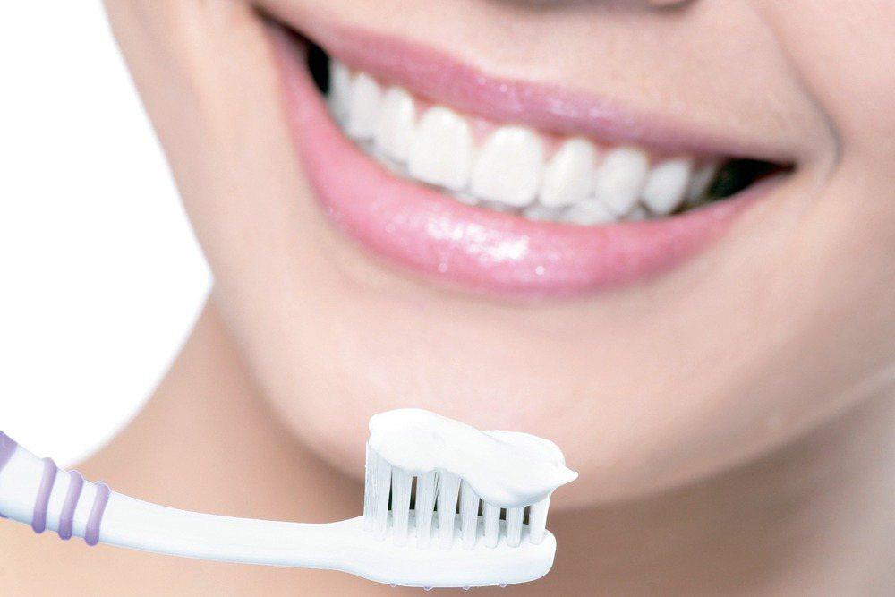根據韓國一份新研究,勤於刷牙不僅可以減少民眾看牙醫的次數,也可能避免心臟衰竭。