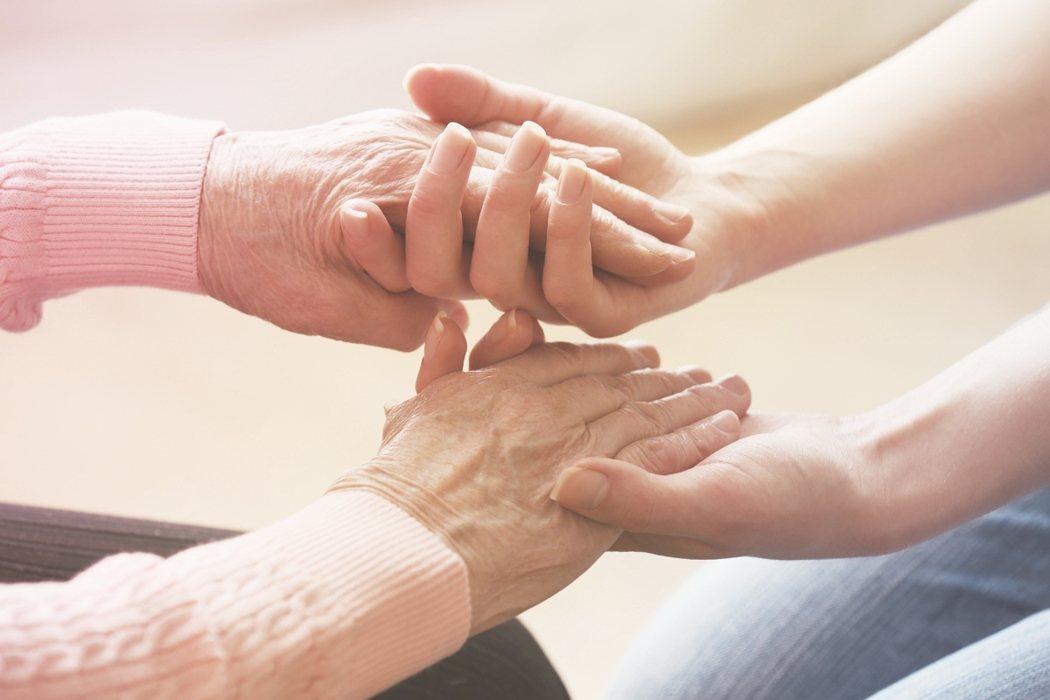 住院時光,無論醫護人員多親切、照顧多好,都教病人驚恐,覺得有壓力。但醫學研究指出...