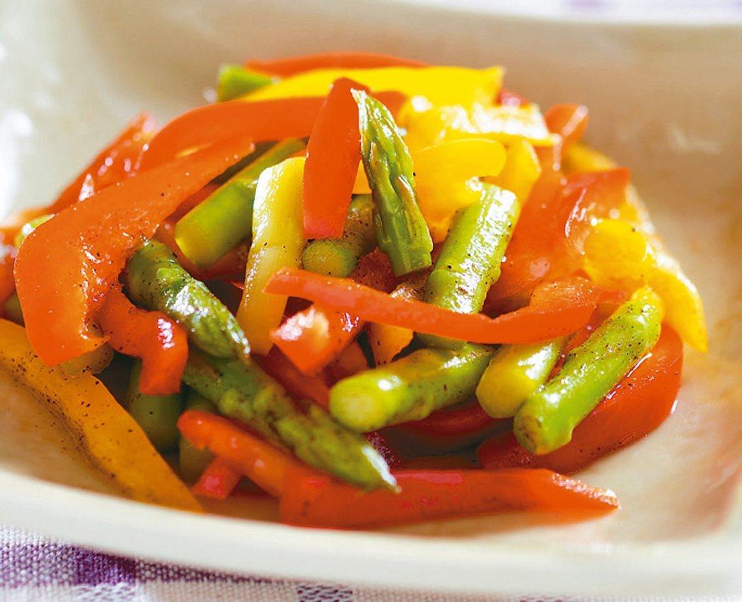 蘆筍甜椒沙拉 圖/臉譜提供