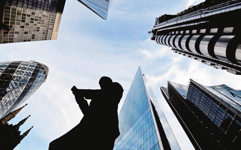 勞動部調查,明年上班族最想達成的職場目標為加薪。 路透