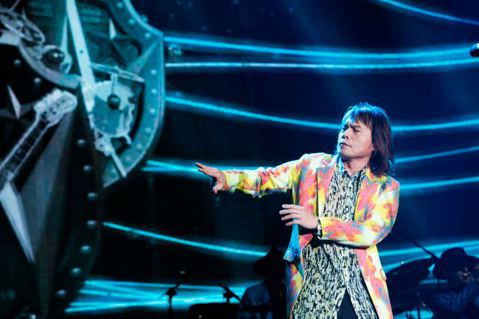 出道邁入30周年的伍佰昨晚5度登上高雄巨蛋,率China Blue舉辦全新的「Rock Star 2019世界巡迴演唱會」,他說自己因為唱情歌變成Rock Star(搖滾明星),來到演出尾聲,他轉向...