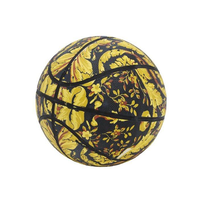 籃球售價243美元。圖/摘自luisaviaroma.com