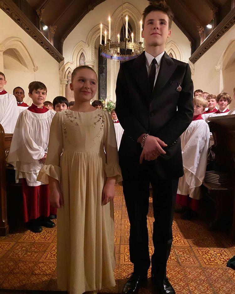 大衛貝克漢與「貝嫂」維多利亞的小兒子克魯茲與女兒哈潑受洗。圖/摘自IG