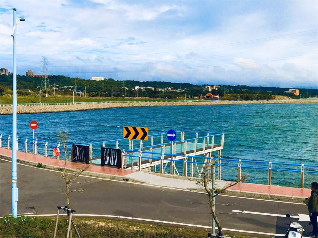 景觀平台猶如漂浮在海面上。圖/北水局提供