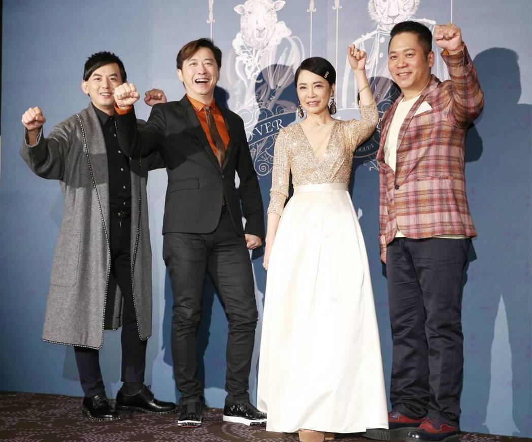 黃子佼(左起)、庾澄慶、卜學亮(右)祝賀柴智屏(右二)嫁女兒。記者曾原信/攝影
