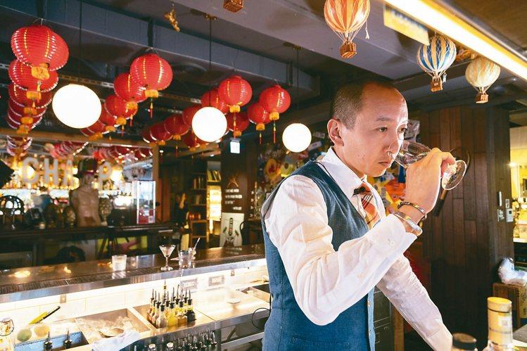 陳陸寬對店裡的酒水品質極要求。  ※ 提醒您:禁止酒駕 飲酒過量有礙健康 ...