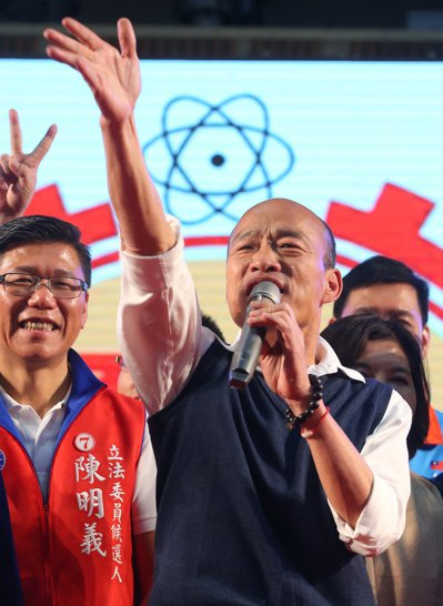雲林同鄉會昨在新北舉辦會員大會,韓國瑜到場搶票。記者葉信菉/攝影