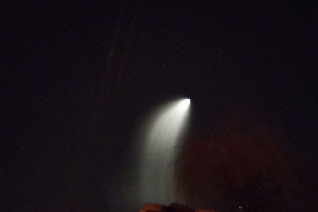 12月23日凌晨北京上空出現的異象。(取自微博@北京人不知道的北京事兒)