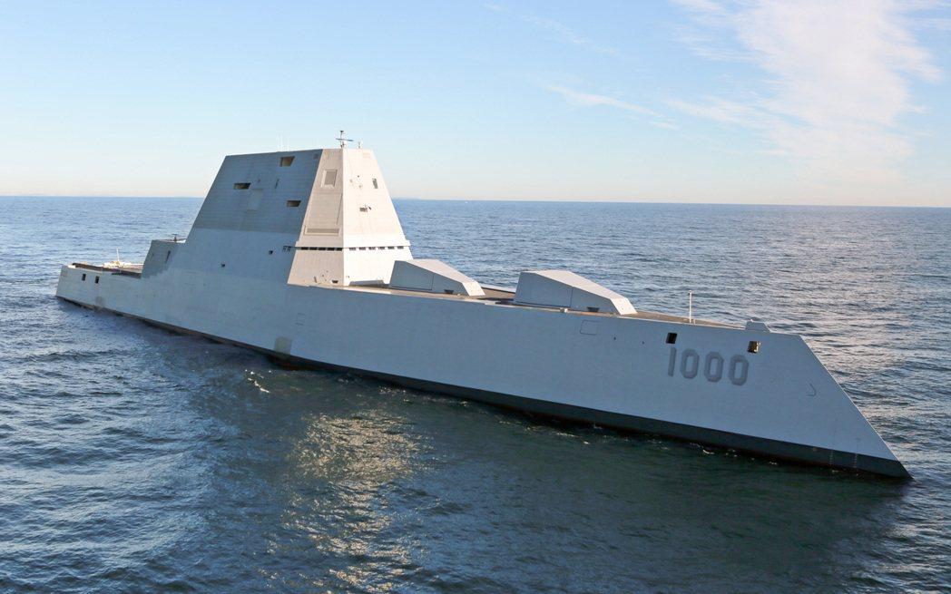 美軍最新的朱瓦特級驅逐艦,不僅排水量高達15000噸,外型更顛覆傳統對軍艦的印象...
