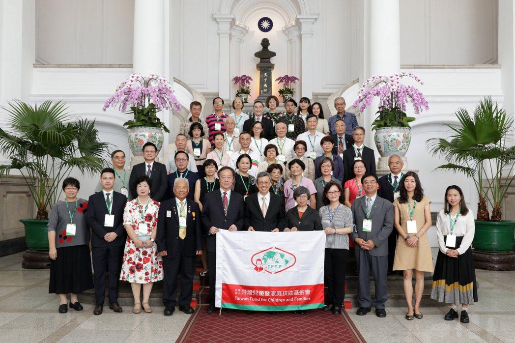 生麗國際長期關懷社福團體,今年8月受家扶基金會邀請至總統府參訪。業者/提供