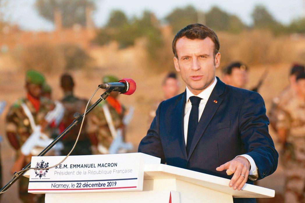 法國總統府22日表示,馬克宏總統卸任後將放棄總統特有退休金。 路透