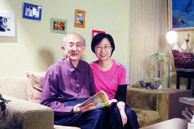 作家林良(左)及擔任《國語日報》主編的女兒林瑋。 圖/openbook、林瑋提供