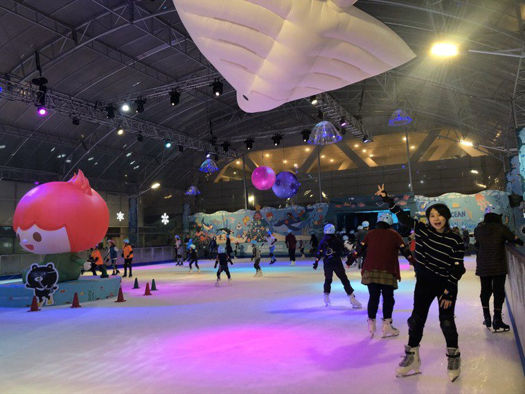 今年滑冰場以全新「夢幻海洋」主題呈現。