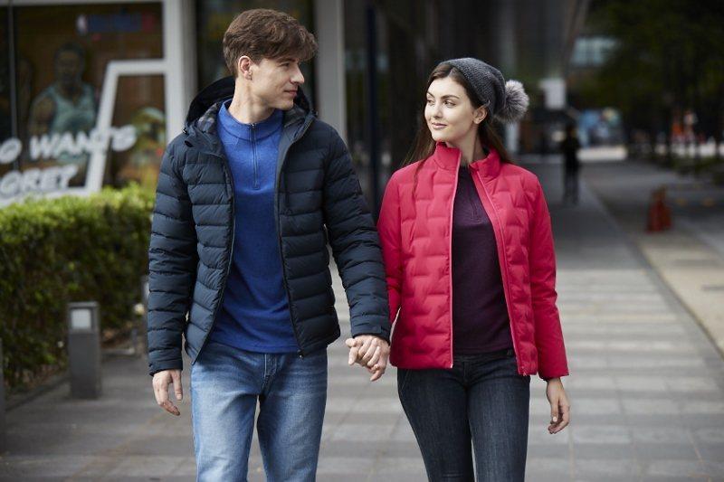 歐都納時尚羽絨外套,擁有羽絨90%、羽毛10%的絕佳比例。 業者/提供