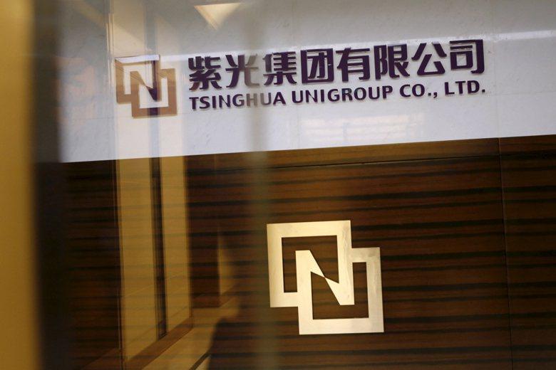 北大方正的勁敵,清華大學紫光集團,也因債台高築而備受關注。 圖/路透社